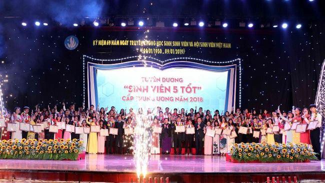 Sinh viên trường Đại học Hồng Đức vinh dự nhận danh hiệu