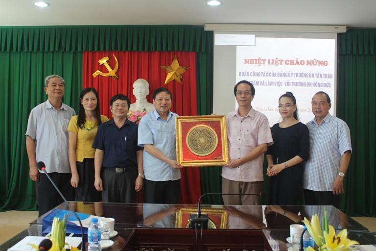 Đoàn công tác Trường Đại học Tân Trào đến thăm và làm việc  với Trường Đại học Hồng Đức