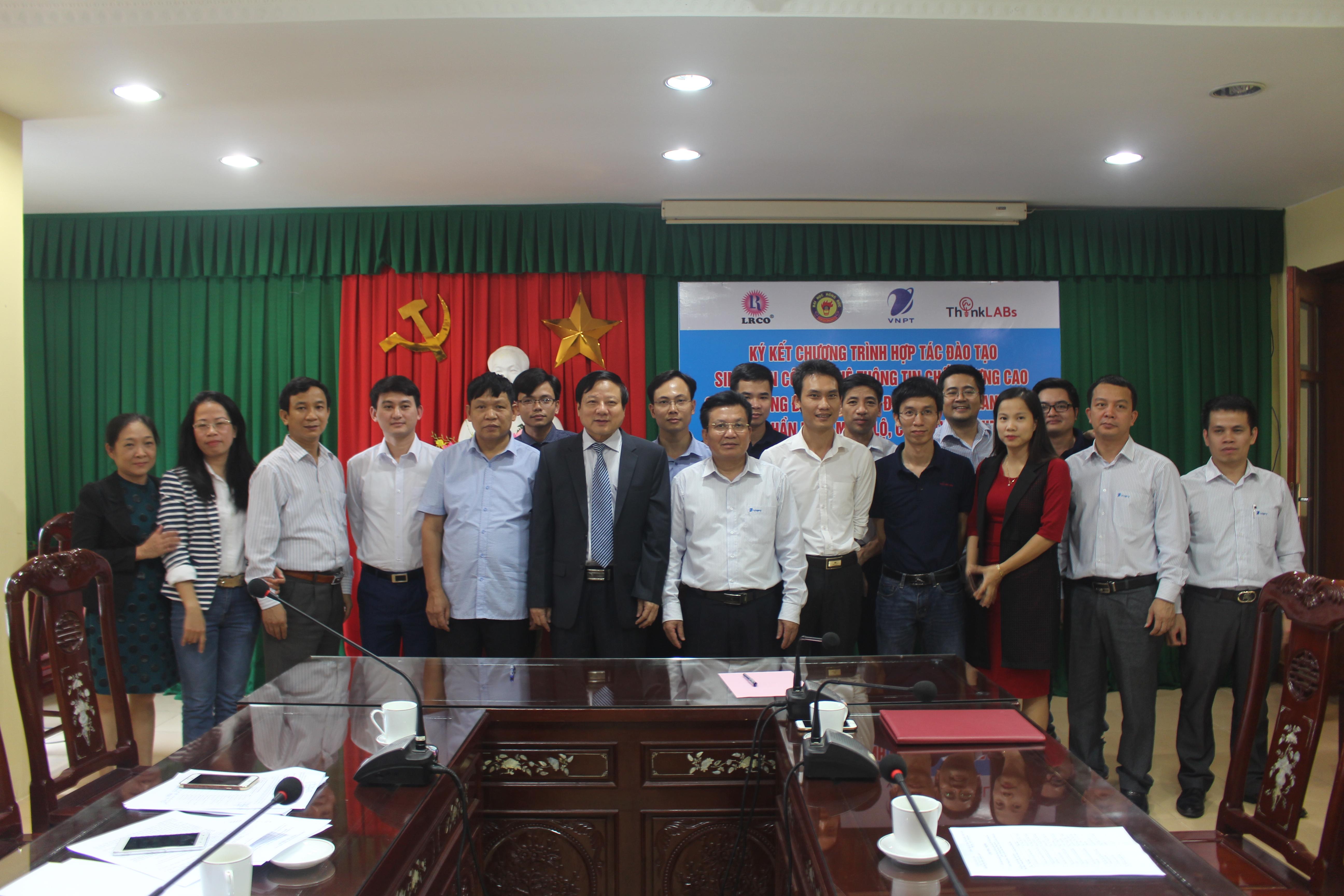 Lễ ký kết chương trình hợp tác đào tạo sinh viên  công nghệ thông tin (CNTT) chất lượng cao