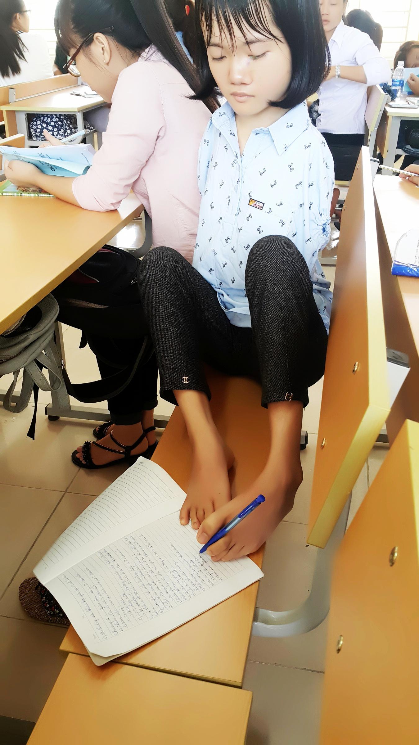 Sinh viên Lê Thị Thắm trong giờ học