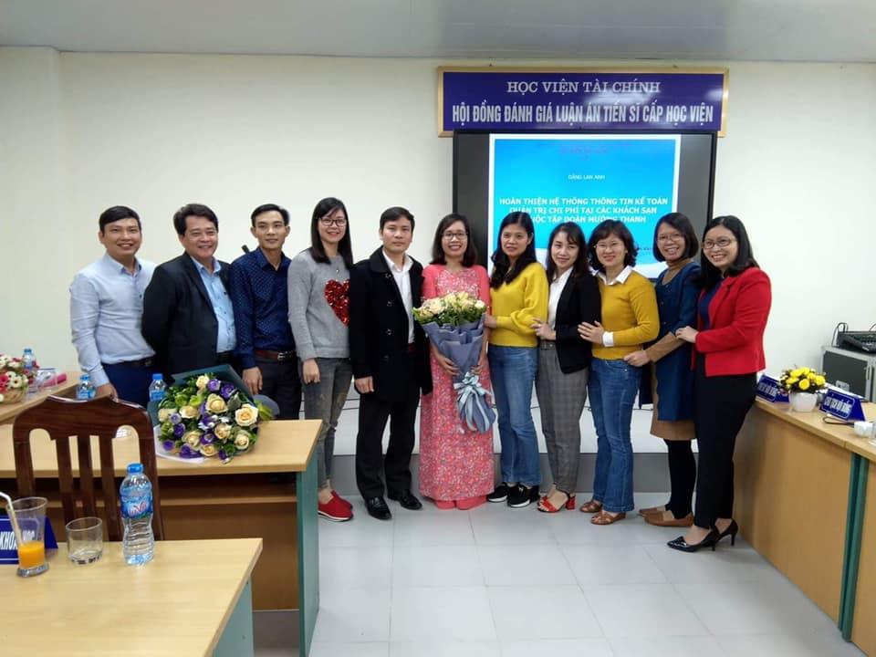 Nghiên cứu sinh Nguyễn Thị Định bảo vệ thành công luận án Tiến sĩ chuyên ngành Lịch sử Việt Nam
